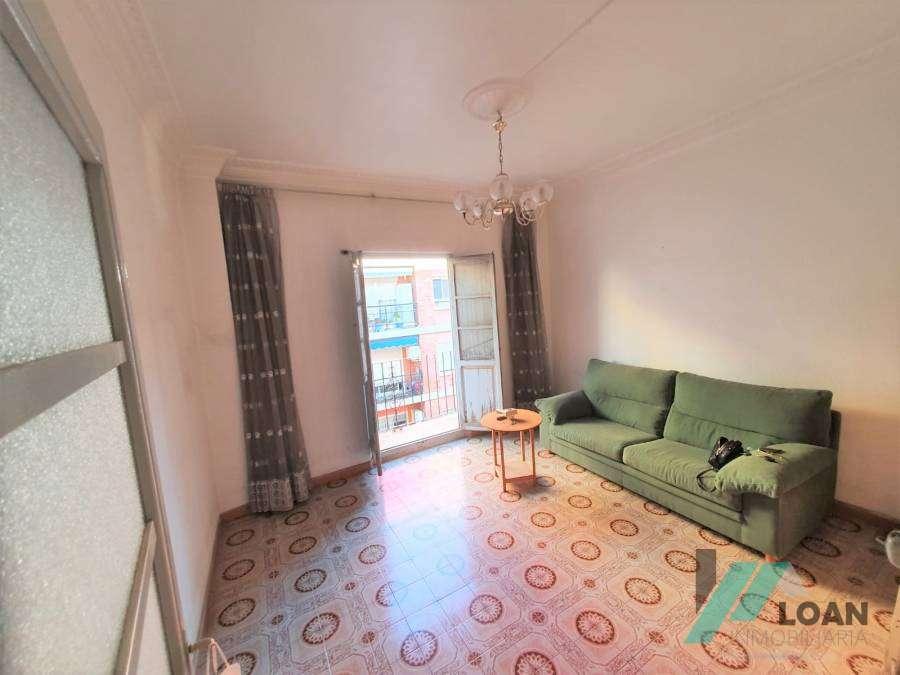 Foto 411 Estupenda habitación con mucha luz en zona céntrica. Cruce de Avenida puerto con Cardenal Benlloch. Es un 3º sin ascensor. Finca de tan solo 8 pu